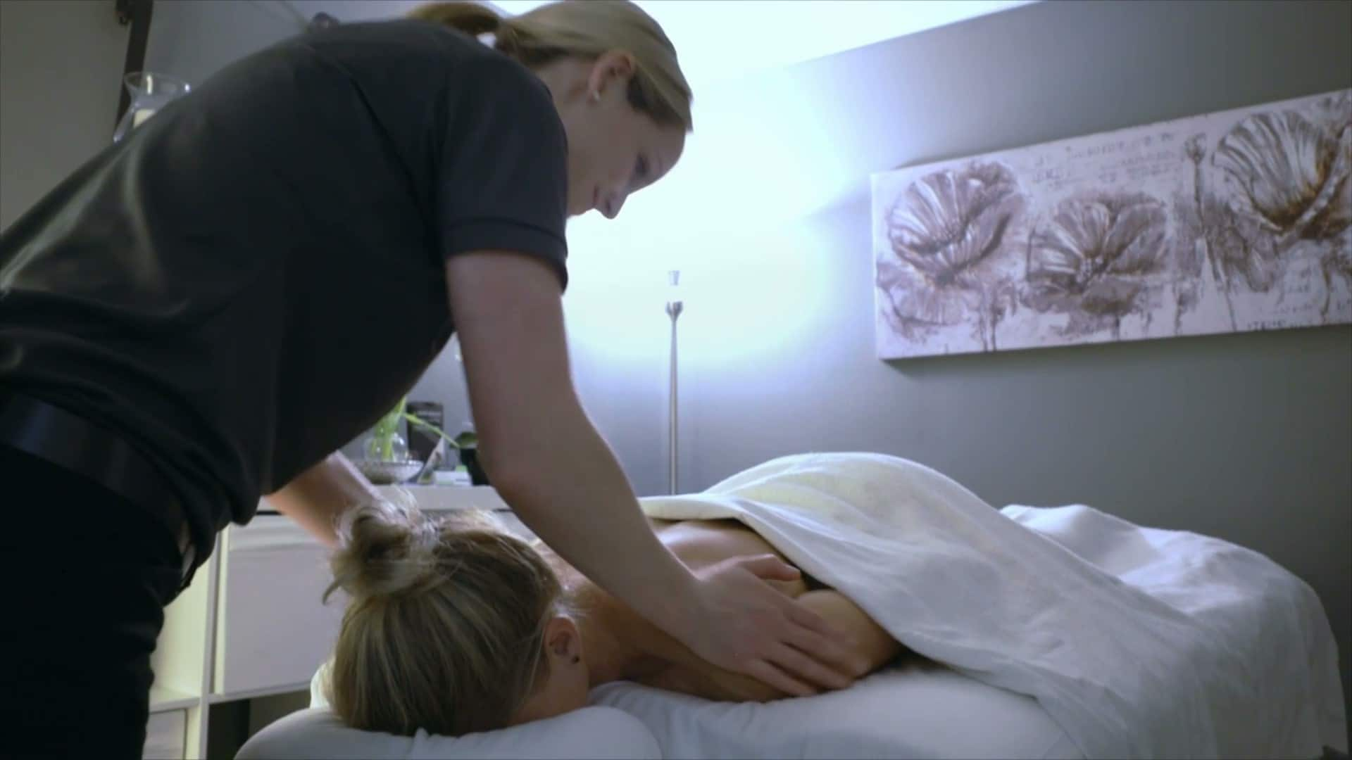 etting a massage relieves stress and muscle tension